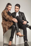 Young fashion couple sitting Royalty Free Stock Photography