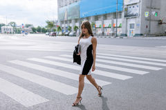 Young fashionable passersby in metropolis Royalty Free Stock Photos