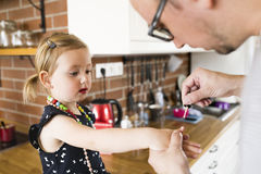 Young father with his cute little daughter at home. Royalty Free Stock Photos