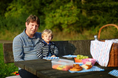 Young father and little boy picnicking in the park Royalty Free Stock Photography