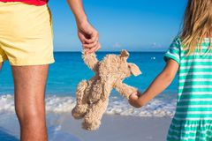 Young father with little daughter holding bunny toy on caribbean beach Stock Photography