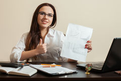 Young female accountant shows thumbs up Royalty Free Stock Photos