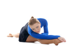 A young female athlete is stretching her legs Royalty Free Stock Photos