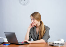 Young female executive working Royalty Free Stock Photos