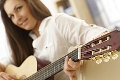 Young female guitarist Royalty Free Stock Photos