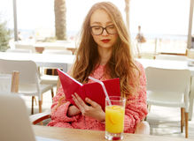 Young female woman having breakfast on terrace in modern coffee shop Stock Photography