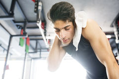 Young fit hispanic man in gym wiping sweat off his face Royalty Free Stock Photos