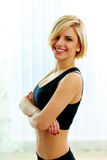 Young fit woman with arms folded Royalty Free Stock Photos