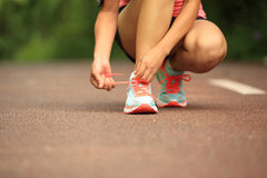 Young fitness woman tying shoelaces Royalty Free Stock Photography