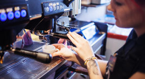 Young girl Barista prepares coffee in pub, bar Royalty Free Stock Photos