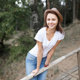 Young girl on the beach forest letom.Naturalnaya beauty and fash Stock Photos
