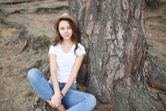 Young girl on the beach forest letom.Naturalnaya beauty and fash Stock Photo