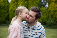 Young girl kissing her father Royalty Free Stock Photos