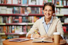 Young girl in library Royalty Free Stock Images