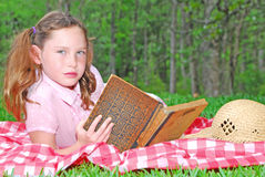Young girl reading Stock Photos