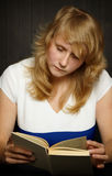 Young girl reading a book Royalty Free Stock Photography