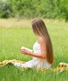 Young girl reading book Royalty Free Stock Photos