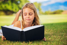Young Girl Reading Royalty Free Stock Photos