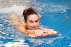 Young girl is swimming Stock Photography
