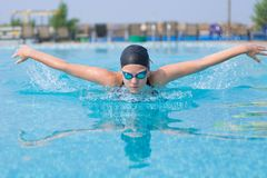 Young girl swimming butterfly stroke style Royalty Free Stock Photos