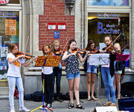 Young girls play violin on the streets of Munich center Royalty Free Stock Photography