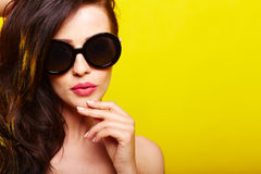 Young gorgeous caucasian woman wearing sunglasses Royalty Free Stock Photos