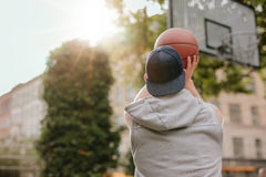Young guy playing basketball Royalty Free Stock Photography