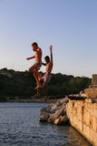 Young guys  who like to jump into the sea Royalty Free Stock Photography