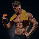 Young handsome bodybuilder drinking water Royalty Free Stock Photos