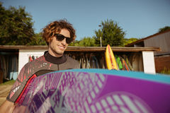 Young handsome curly man going to surf Stock Photography