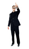 Young handsome man pointing upwards Royalty Free Stock Photos