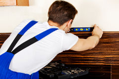 Young handyman with spirit level Royalty Free Stock Photography