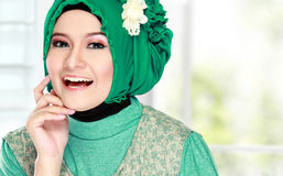 Young happy beautiful muslim woman with green costume wearing hi Stock Photography