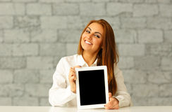 Young happy businesswoman showing tablet computer Royalty Free Stock Photography