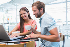 Young happy couple looking at a laptop Royalty Free Stock Images
