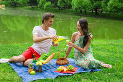 Young happy couple picnicking and relaxing Royalty Free Stock Photos