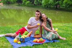 Young happy couple picnicking and relaxing Royalty Free Stock Images