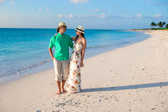 Young happy couple on summer tropical vacation in Royalty Free Stock Images