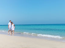 Young happy couple walking on the beach Royalty Free Stock Photos