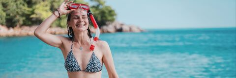 Free Young Happy Girl In Bikini And With Snorkeling Mask Laughs Joyfully And Walks Along The Beach, Banner Format Royalty Free Stock Photos - 191207088