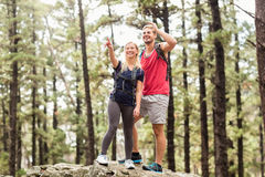 Young happy hiker couple looking away Royalty Free Stock Photography