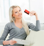 Young and happy woman with a credit card Royalty Free Stock Photos
