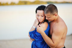 Young heterosexual couple on the beach Royalty Free Stock Images