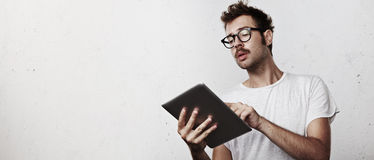 Young hipster with digital tablet Royalty Free Stock Photos