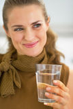 Young housewife drinking glass of water Royalty Free Stock Photography