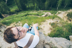 Young man with backpack hiking in the mountains Royalty Free Stock Photography