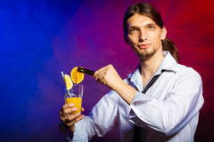 Young man bartender preparing alcohol cocktail drink Royalty Free Stock Photography