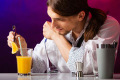 Young man bartender preparing alcohol cocktail drink Royalty Free Stock Images