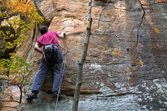 Young man climbing Royalty Free Stock Images