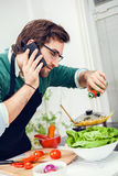 Young man cooking Royalty Free Stock Photos